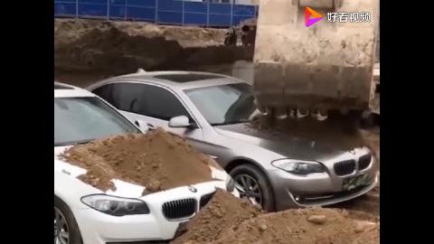 这是啥情况为什么好好的宝马被堆上泥土这一幕是真的吗