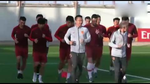 国足轻松备战八强,伊朗之战郜林训练恶搞助教冯潇霆缺席!