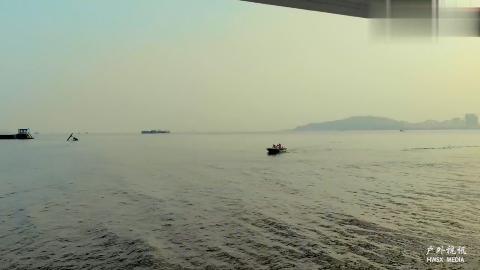 航拍东莞虎门大桥,川流不息的货船,中国制造业的最好见证
