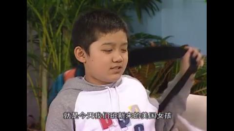 小雨把万能胶粘同学椅子上,刘梅不仅没训他,还鼓励他,小雨懵了