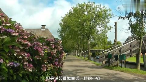 全世界最美丽的小镇,如诗如画,河道比路还多,出行全靠小船慢慢划