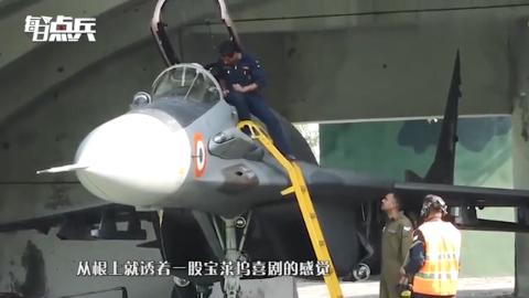 飞行员降落时惊慌 按错控制面板 数十枚火箭弹倾巢而出直奔机场