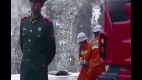 急诊室故事:张磊安置好自己手中的伤员,奔向受伤的王茜身边