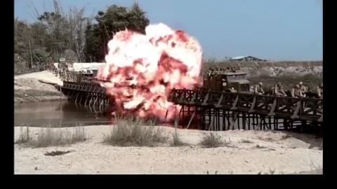 缅甸日军通过大桥,却不知脚下都是炸弹,结果不堪设想