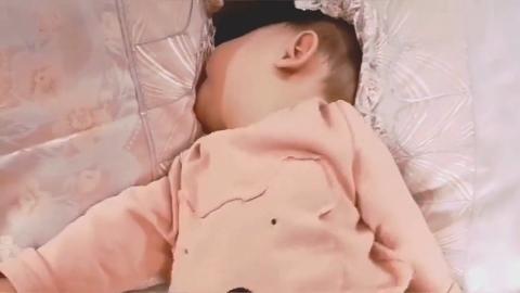 萌娃睡觉的样子,真的好搞笑呀