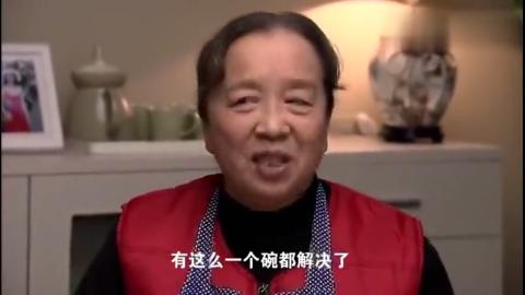 海清看到比头还大的碗, 说这碗拿的吃力让婆婆听到不高兴