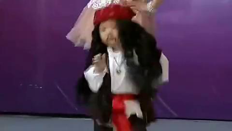 3岁小萌娃张俊豪化身加勒比海盗,一段《踏浪》点燃全场,真可爱