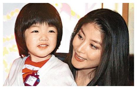 这几对明星母子照实在太像了,刘涛和白百何家,儿子范儿简直一样