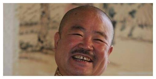 """曾饰演""""矮脚虎""""王英,大器晚成去世时仅59岁,六小龄童发文悼念"""