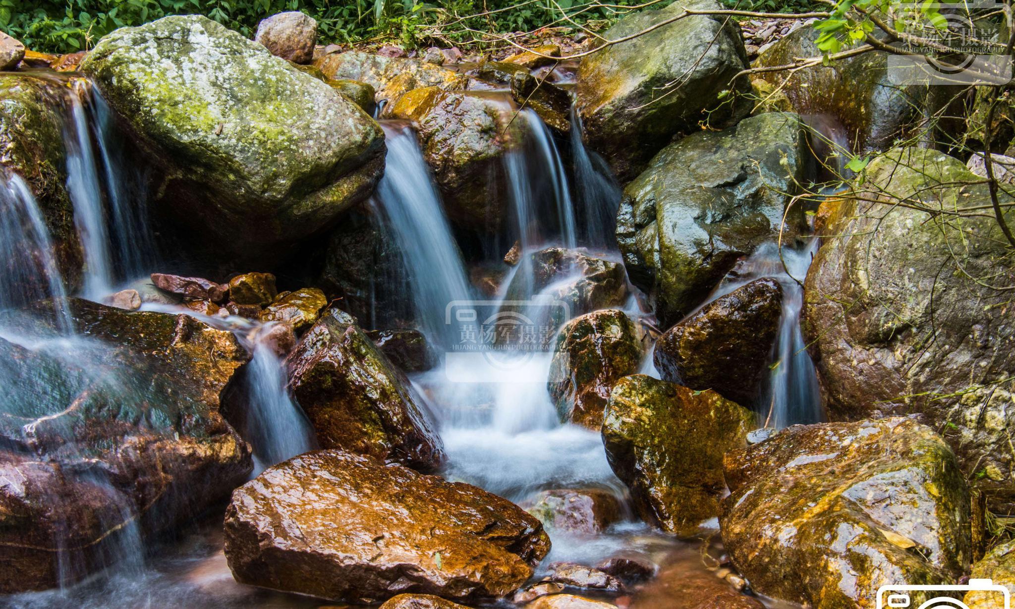 于都县上坪村南坑山的溪流瀑布