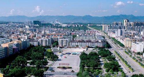 广西面积第一大市,比海南省还大,拥有高铁和机场