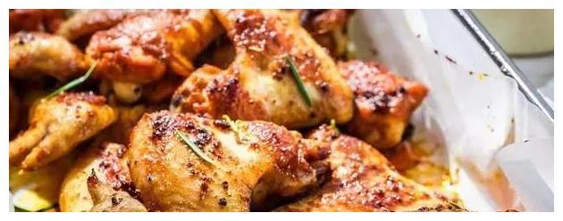 老公把鸡往电饭锅一扔,没放一滴水,出锅后个个抢,实在好吃