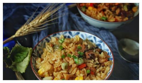 立夏就要吃这碗饭,有肉有菜有饭,喷喷香,两人能吃一大锅