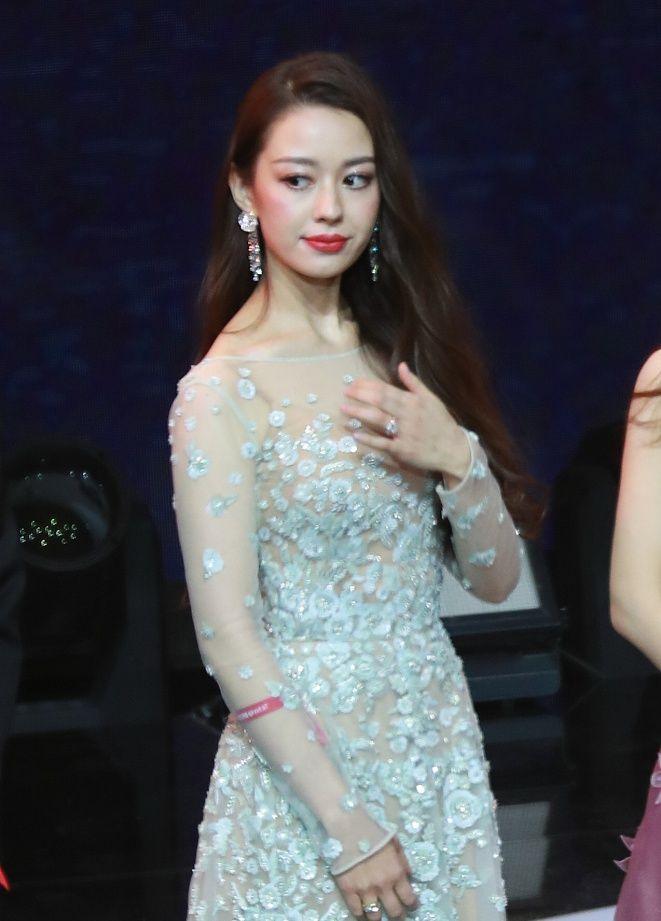 组图:郎朗娇妻穿花朵纱裙大秀好身材 和一众女星比美完美不输