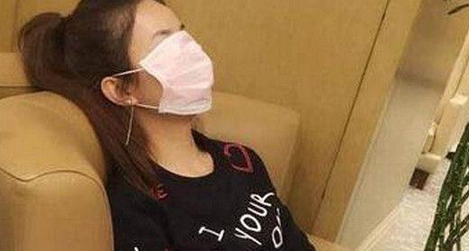 明星睡觉:赵丽颖调皮,杨洋帅气,江一燕优雅,只有她睡觉睁着眼