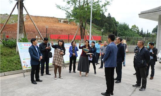 雅安市副市长衡彤前往名山中学视察指导工作