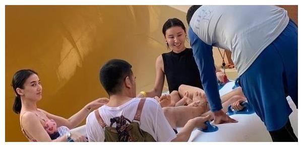 黄圣依全家游玩,和杨海润同框竟略胜一筹?网友:不像生过孩子的