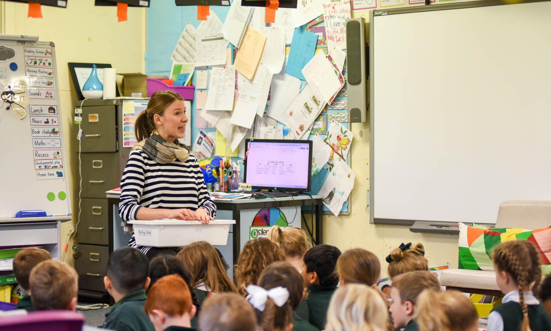 澳大利亚漂亮的英语老师,中国学生说有这样的老师我也能学好英语