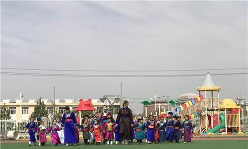 中央电视台和内蒙古电视台少儿频道再次来到西乌旗录制拍摄节目