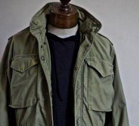 脏绿军装外套简直是各个年龄段男人的时髦搭配