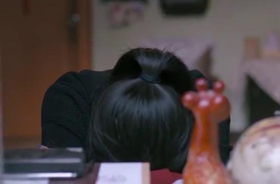 欢乐颂2:樊胜美支撑不了家里的现状,一个人哭了起来
