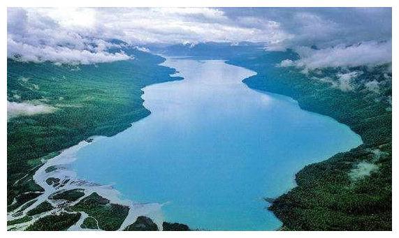 这个湖泊面积只有太湖的1/54,蓄水量却比太湖还大,还是个变色湖图片