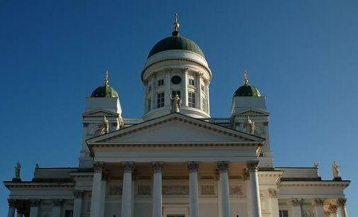 大教堂——乳白色教堂主体和淡绿色青铜圆顶