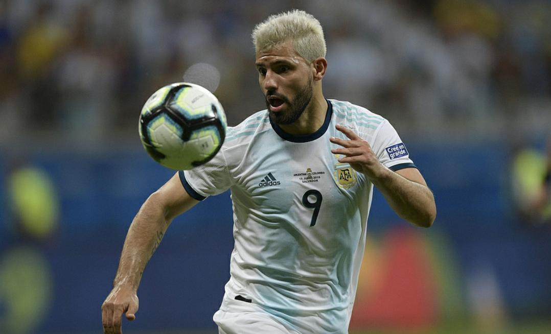 美洲杯首轮阿根廷0:2不敌哥伦比亚,前中超外援马丁内斯打进一球