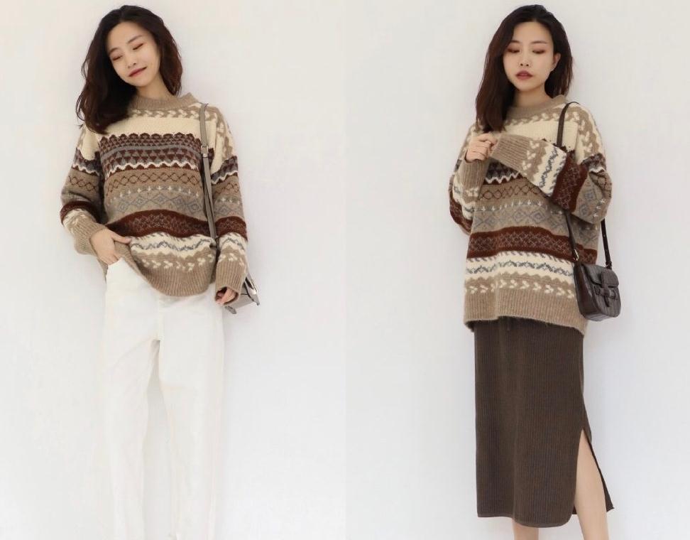 日常温暖的秋季穿搭!条纹毛衣搭配半身裙轻熟优雅,温暖大气