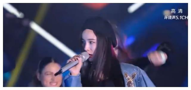 跨年晚会直播镜头下的女明星:杨幂撞脸李小璐,热巴造型输给杨紫