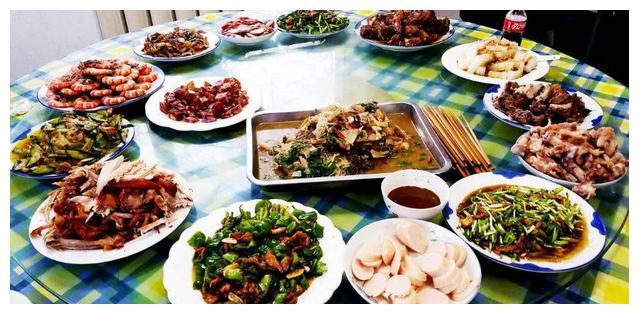 中、日、韩三国聚餐,差距大到不敢想!看完我笑了