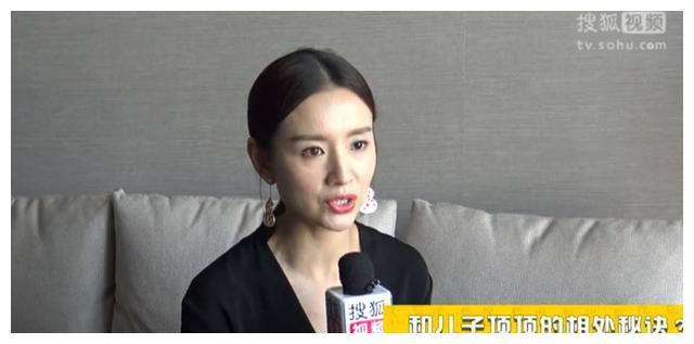 董洁说顶顶要她开咖啡馆脱离娱乐圈,网友:潘粤明听了一定扎心了
