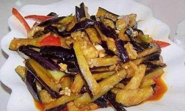 炸烹茄条,红白萝卜鲫鱼汤,茶树菇炒蒜苗,韭菜炒河虾的做法