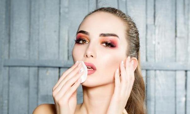 没有卸妆水怎么卸口红?用了这个小技巧,轻松卸掉口红还不伤嘴唇