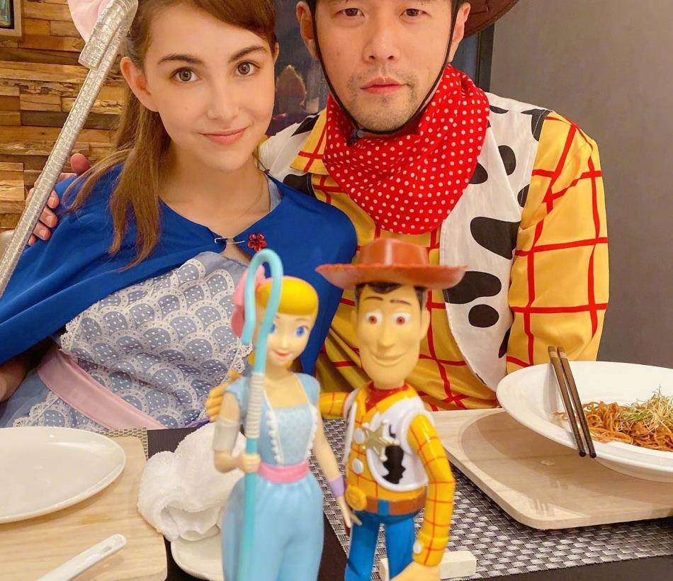 周杰伦和昆凌cos《玩具总动员4》,两人甜蜜搂肩,却被萧敬腾抢镜