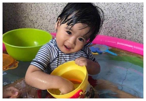 陈若仪晒出了双胞胎儿子,林志颖一家真的好幸福啊
