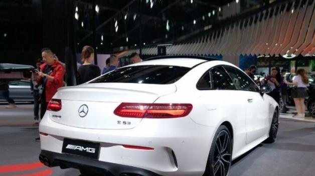 奔驰AMG E53轿车、轿跑车正式上市,售价分别为94.88—97.88万