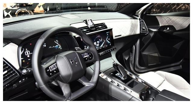 长安DS7,名为巴黎之光大灯,爱信8AT变速箱,一共有五款车型