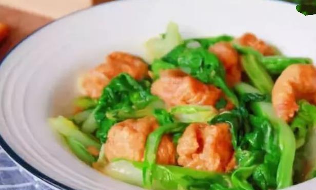 简单家常菜:小白菜烧油面筋,辣椒炒肉,辣椒炒南瓜,羊肉枸杞汤