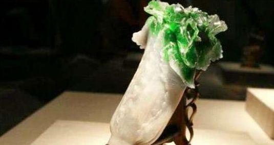 文物:图1几乎以假乱真的翠玉白菜,图3皇帝陵墓中纯金的五铢钱