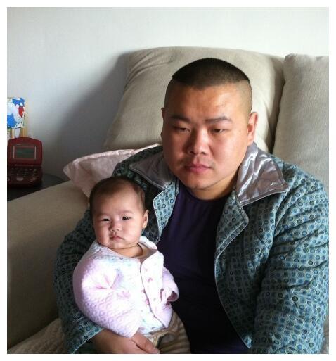 岳云鹏和女儿就是黏贴复制,现在的岳麓一已经是个时髦的小姑娘了