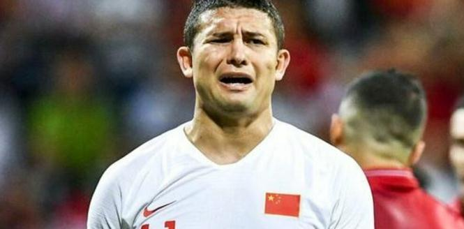 输球后,埃尔克森泪目,里皮辞职了,他会不会后悔被归化呢?