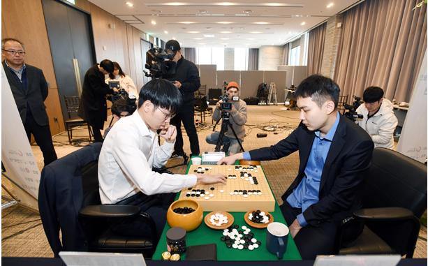 申真谞:中国棋手杨鼎新技术最强 韩棋迷:重现当年荣耀