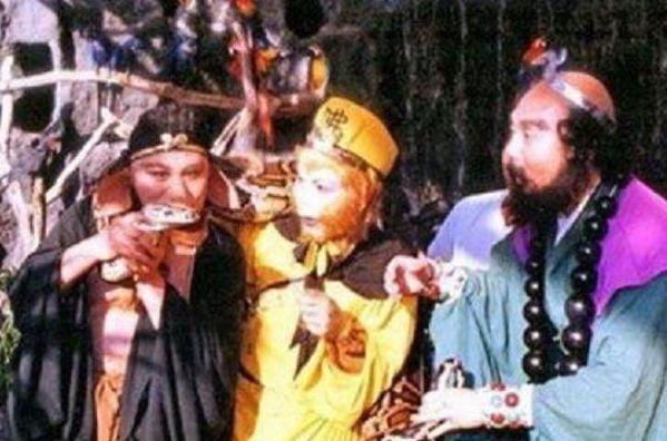 西游记罕见剧照:八戒正在亲吻蟒蛇,图6李鸿昌一人分饰七个角色