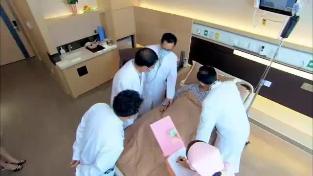 陈萍看到老伴身边都是医生,哪料是子萱请的,真是贴心