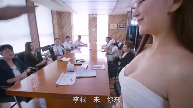 影视:小伙向男子推销产品,不料男子竟回答大白菜七毛一斤