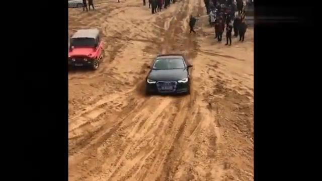 视频:奥迪A6和宝马5系的四驱谁更强?一起来爬坡就知道了