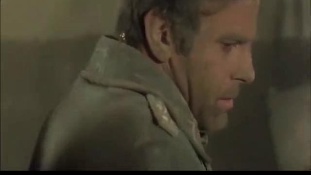 二战,德军上尉被迫与苏军交战,没想到装子弹成为了他的难题!