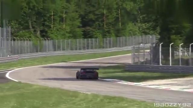 视频:2019款保时捷911GT3赛道狂飙,这声浪让人回味无穷