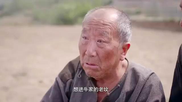 老农民:儿子背父亲去祖坟,只是想来看看,父亲却死这了